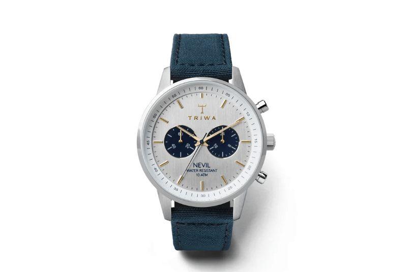 df9f1034b كم هي عصرية ورقيقة هذه الساعة، تسمى «Triwa x Oliver Cabell»، تحمل هذه الساعة  الألوان التي يفضلها معظم الناس؛ الأزرق القاتم مع الذهبي الفاتح، والفضي  الهادئ، ...