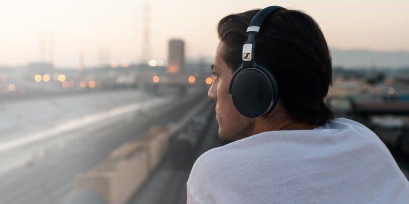 افضل 10 سماعات بلوتوث عازلة للصوت 8