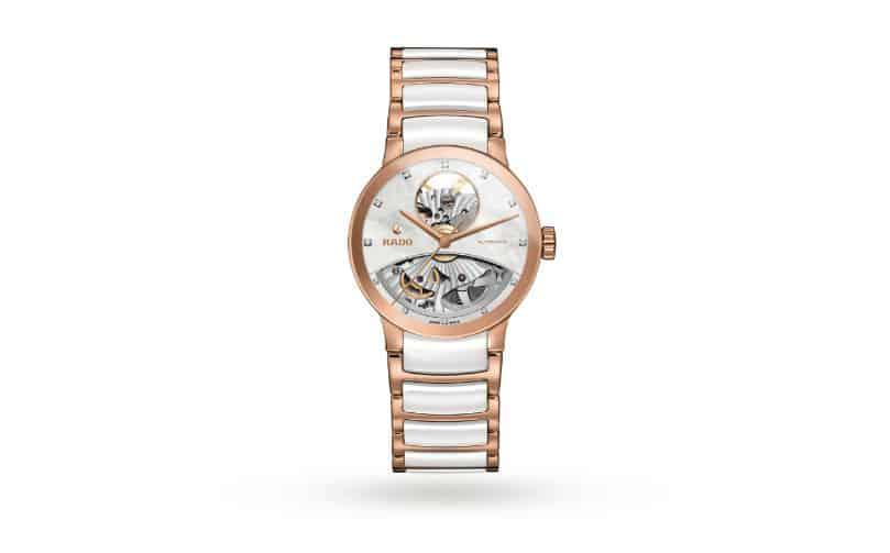 5a3ead845761b RADO CENTRIX، هذا التصميم الفريد من نوعه للساعة، الذي يتمثل في قرص الساعة  المقلوب، والمصمم على شكل نصف القلب المفتوح، يكشف عن تحفة فنية حقيقية، كما  يكشف عن ...