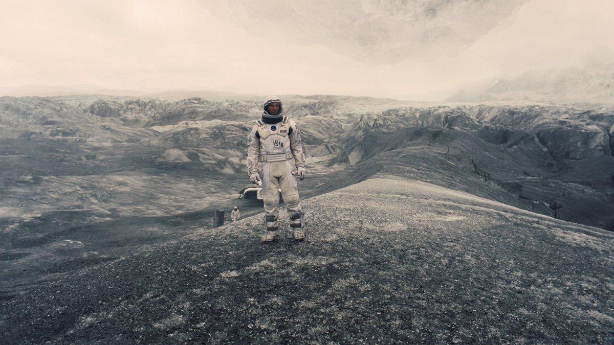 صورة من فيلم بين النجوم
