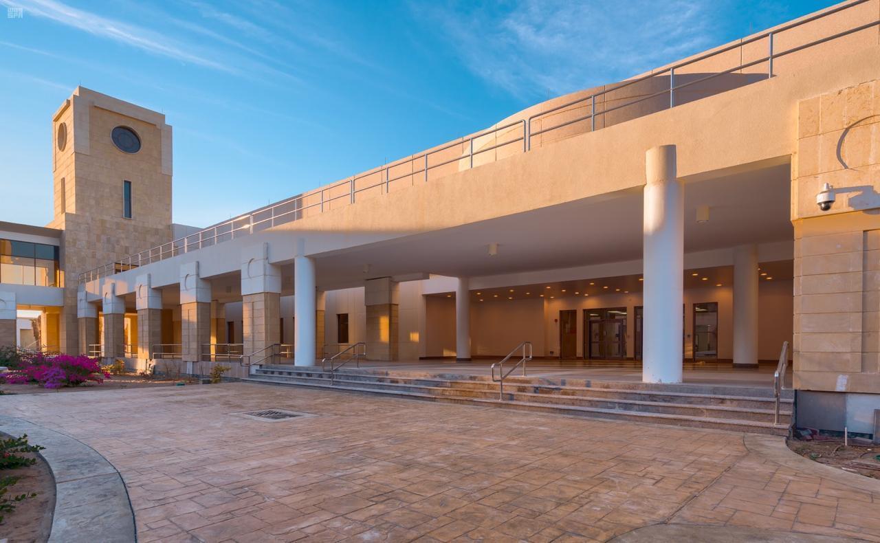اقسام كلية ينبع الجامعية للبنات و البنين مع مواقعها