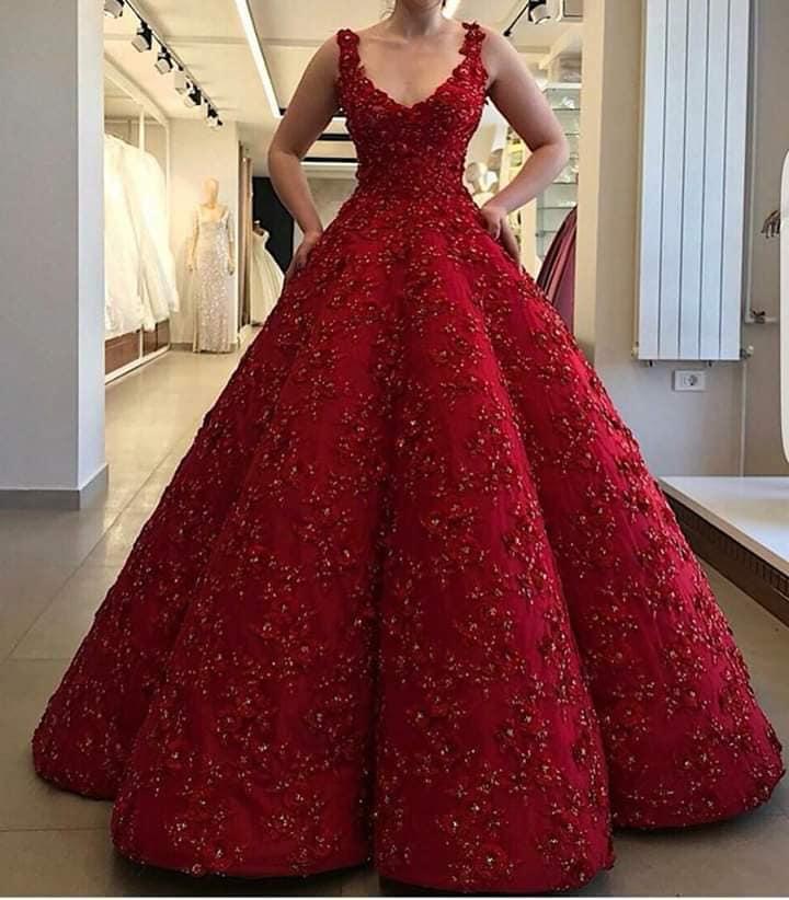 فستان احمر فخم